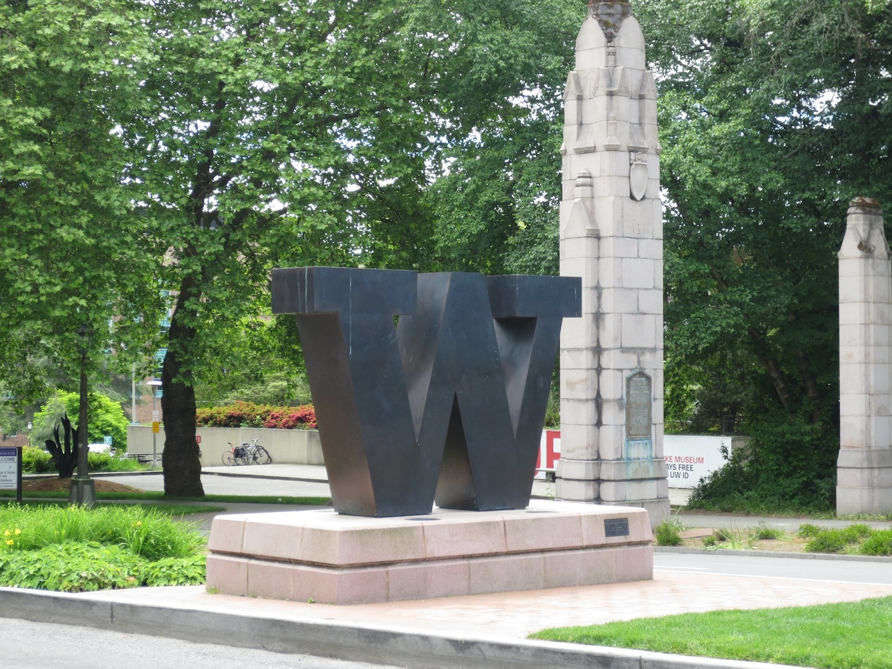 University of Washington logo at the entrance to their campus.