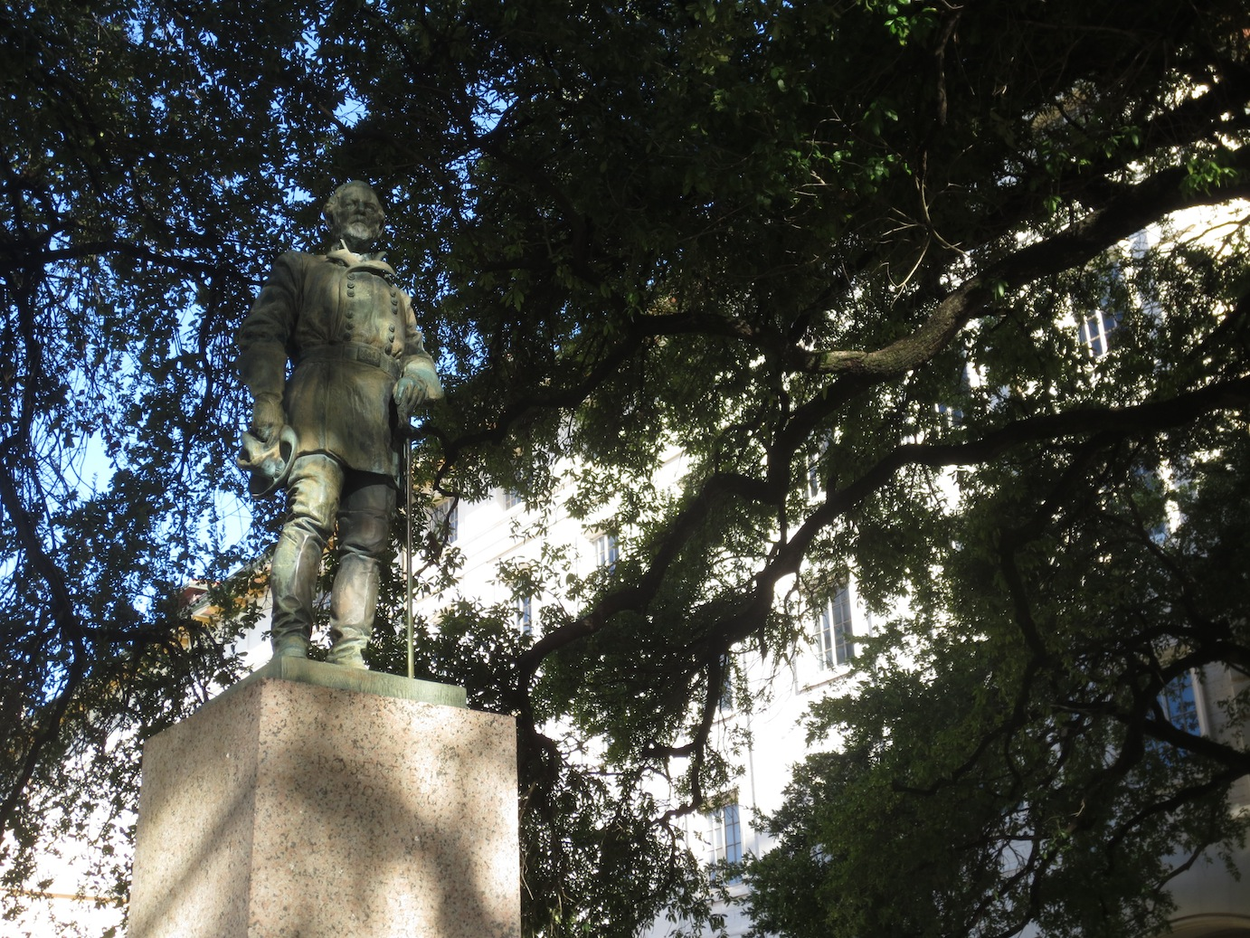 Statue of Robert E. Lee on UT-Austin campus